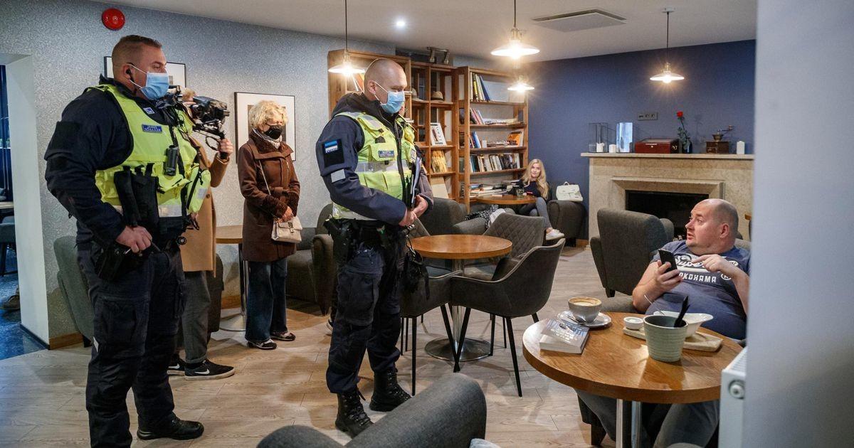 Реакция на полицейский рейд в кафе: «Вам не стыдно?»