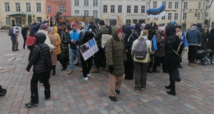 Митингующие в Таллине потребуют отставки правительства Эстонии за госизмену