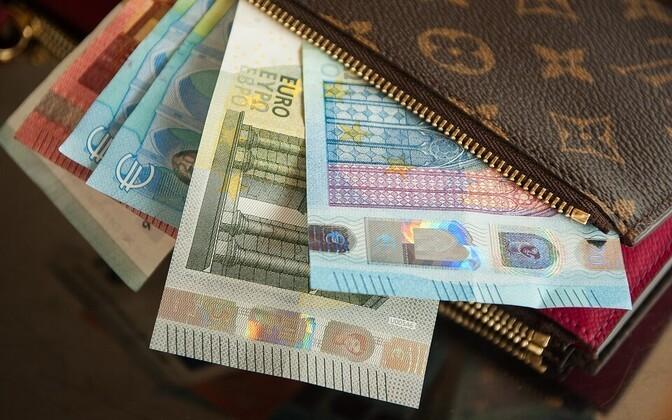 В 2020 году средняя брутто-зарплата выросла в Эстонии до 1448 евро в месяц