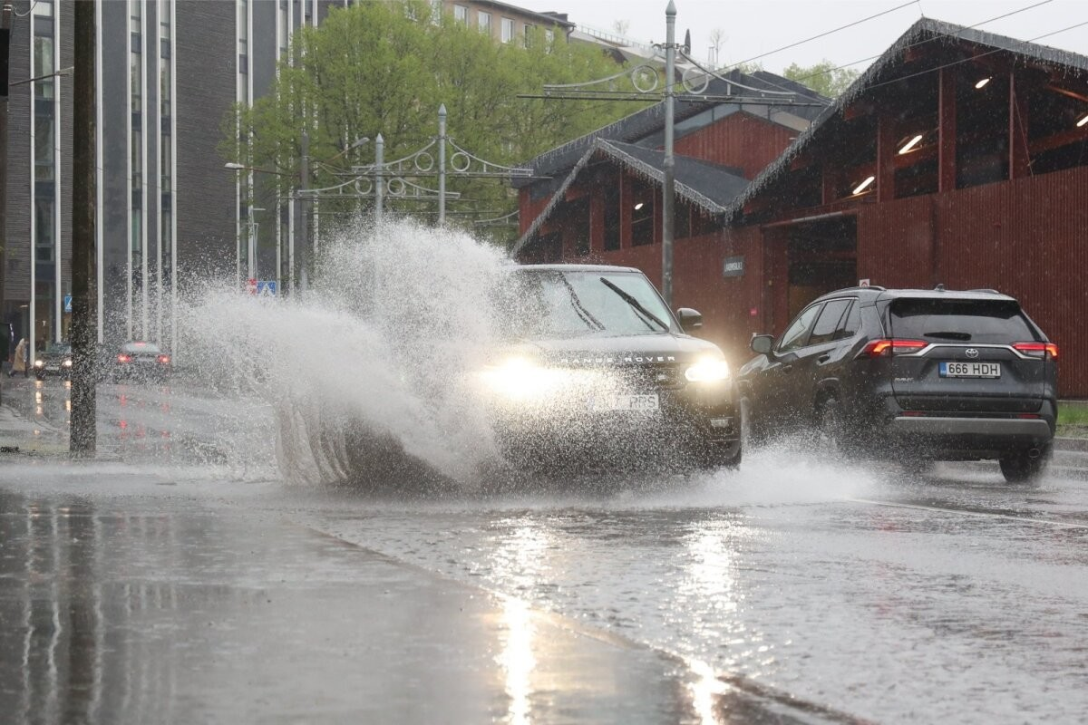 ФОТО | Дождю потребовалась всего пара часов, чтобы затопить часть улиц Таллинна