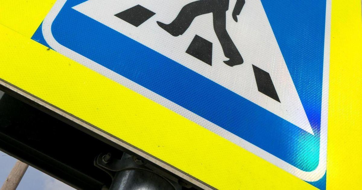 В Нарве автомобиль сбил на пешеходном переходе двух человек