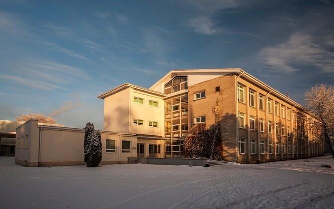 Волость приостановила трудовой договор с директором Мярьямааской гимназии