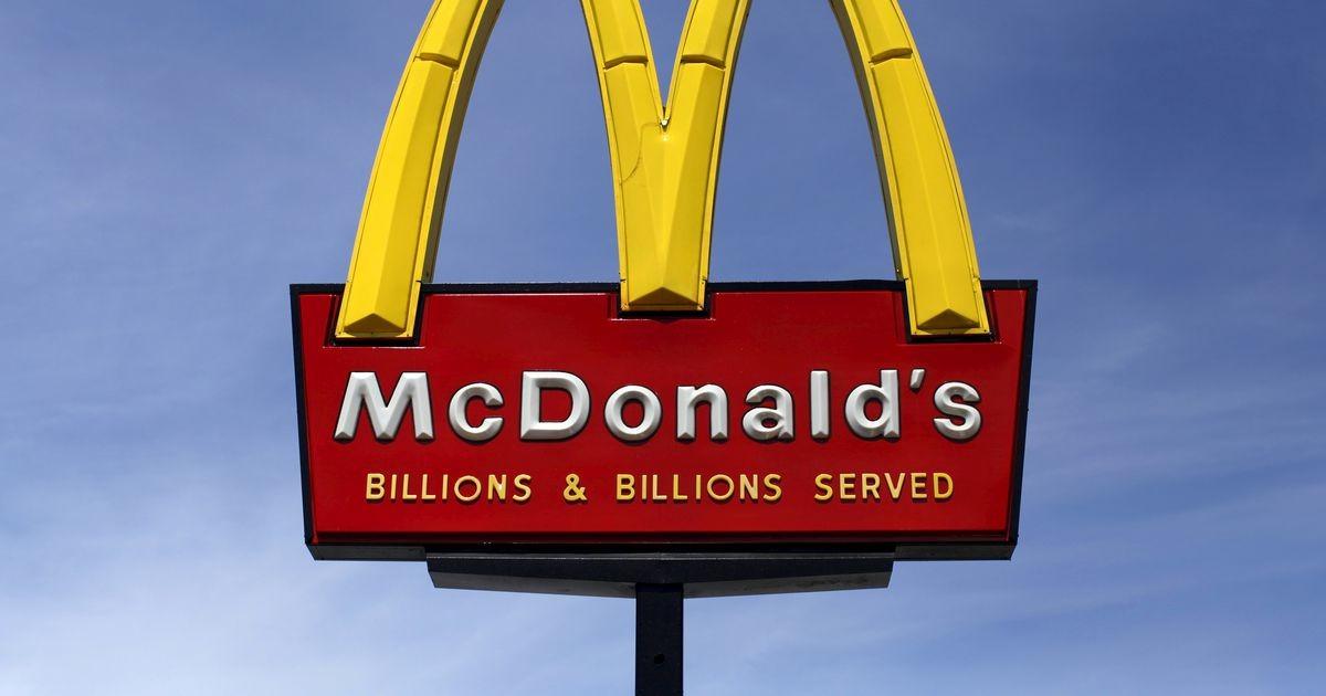 Французский McDonald's начал продавать воду из-под крана в картонных стаканчиках