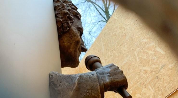 ФОТО | Памятник Яаку Йоала закрыли, но посмотреть на него всё-таки можно!
