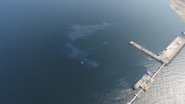В порту Силламяэ в воскресенье утром обнаружено загрязнение моря мазутом