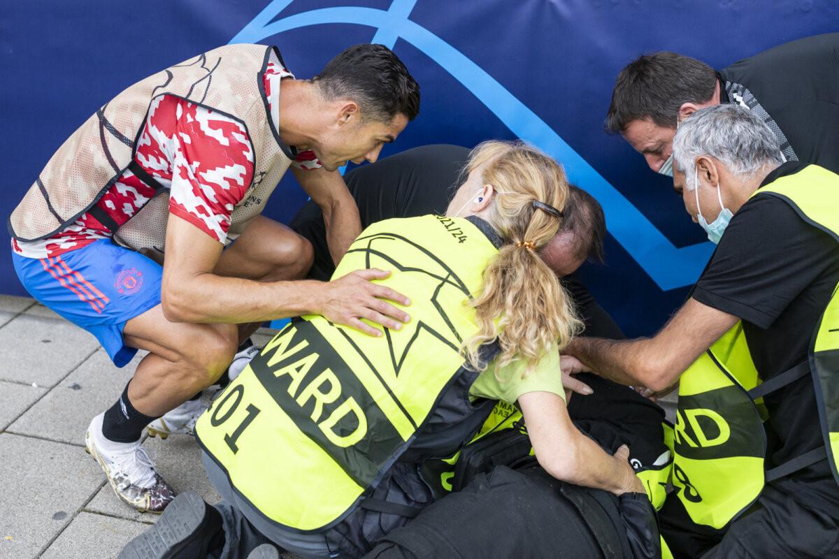 ВИДЕО   Роналду нокаутировал девушку-стюарда на тренировке. А потом осчастливил её!