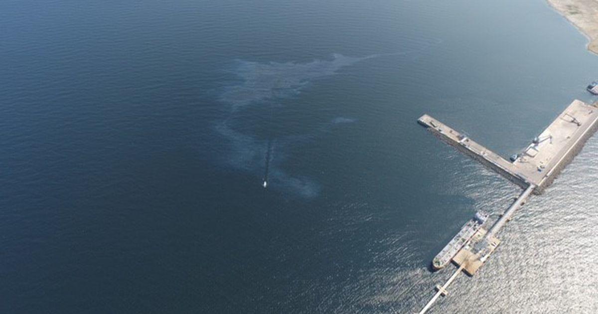 В Силламяэском порту в море вылились десятки литров топливного масла