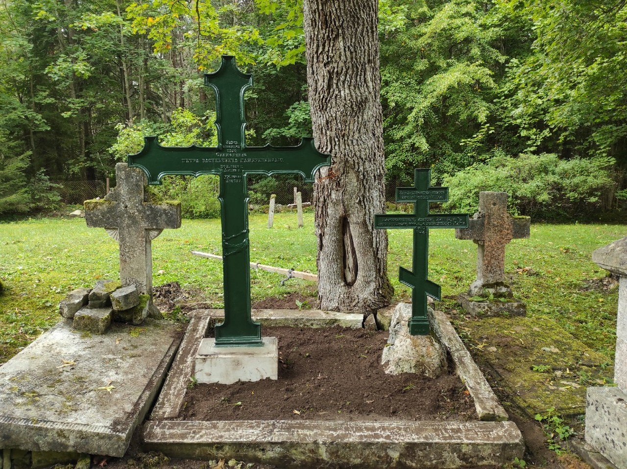 Могилы нашей памяти: восстановлен крест на могиле священника Пётра Васильевича Пажаревицкого на Сааремаа