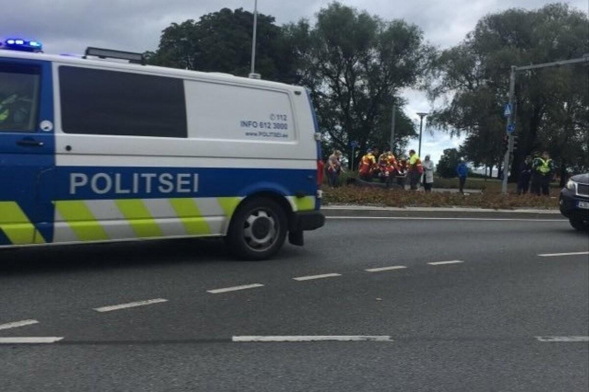 ФОТО | В центре Таллинна автомобиль сбил 11-летнего мальчика на самокате