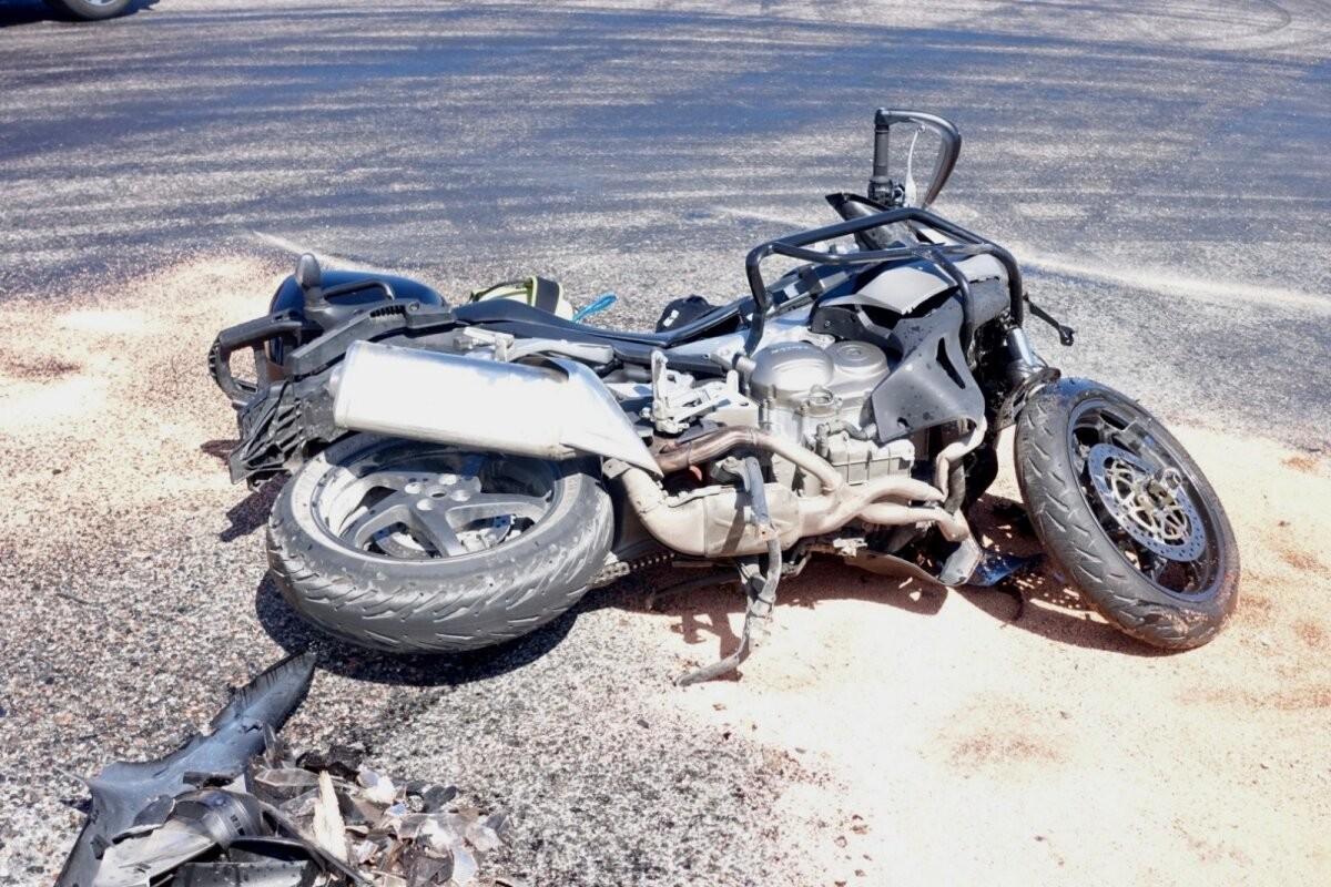 ФОТО | Еще одна авария с участием байка и легковушки. 37-летнего мотоциклиста доставили в больницу