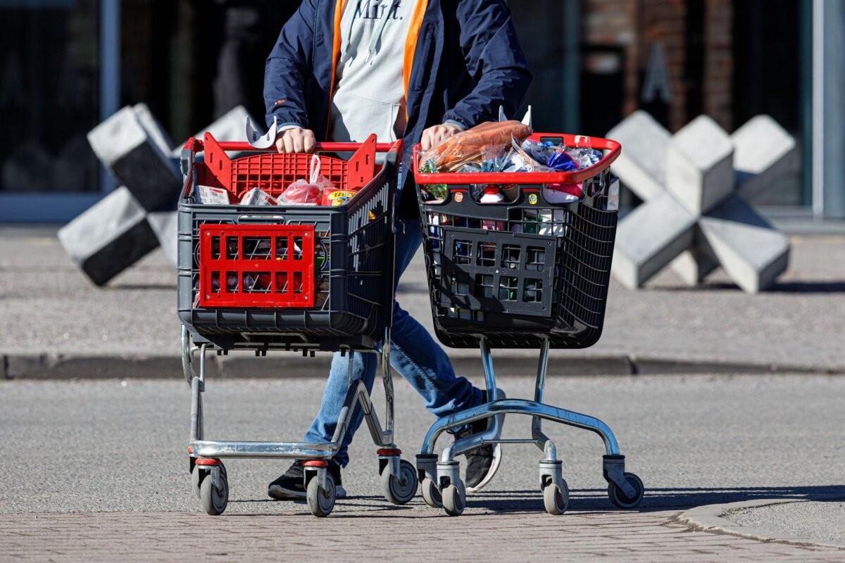 Выручка розничных торговцев выросла в феврале на 4%