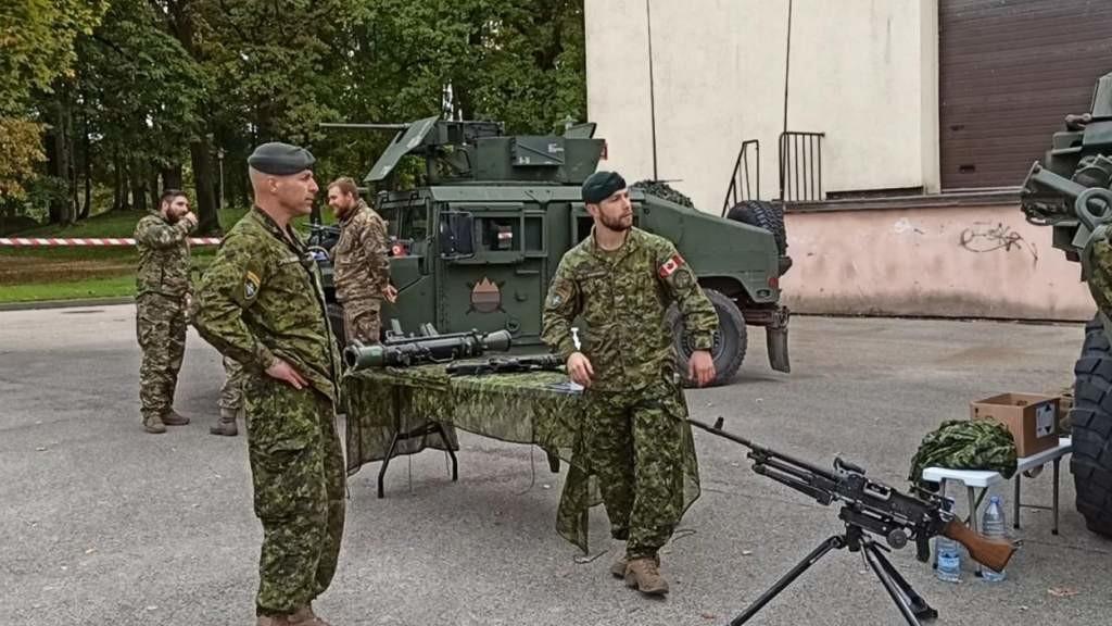 Латвийская армия пошла в народ — с оружием (ВИДЕО)