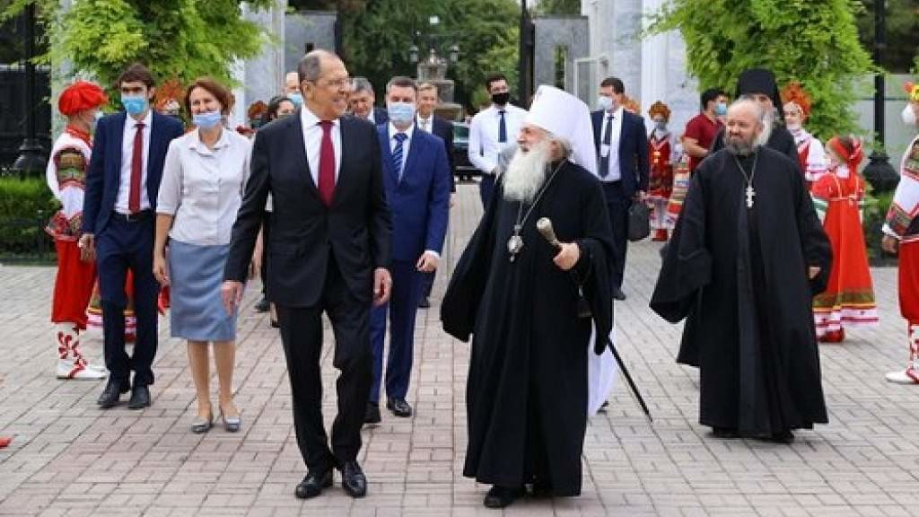 Сергей Лавров встретился с митрополитом Ташкентским и Узбекистанским Викентием