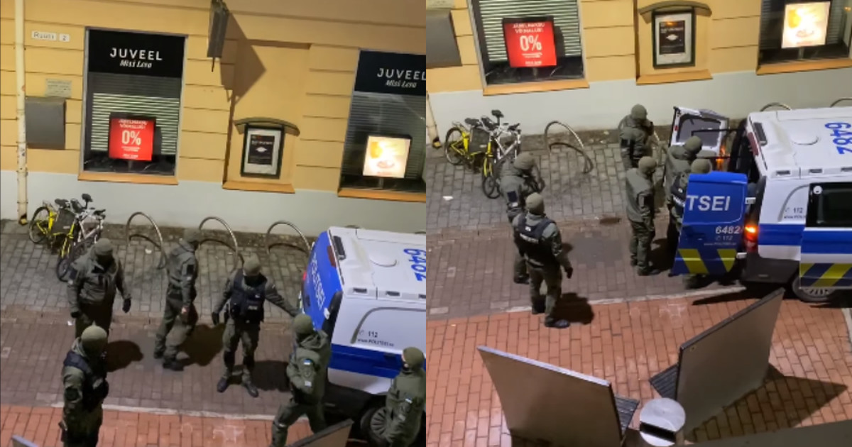 Видео: шестеро патрульных, которые приехали на вызов к пьяному мужчине, не могли открыть дверь своего автобуса