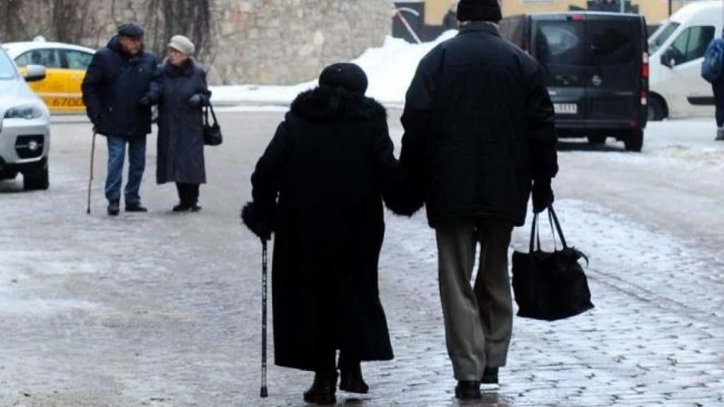 Объявлено когда пенсионеры Латвии получат пособия в размере 200 евро