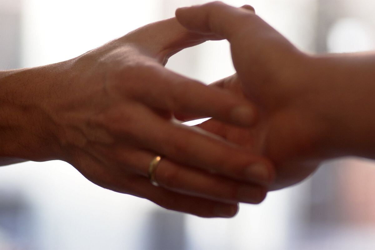 Допингом можно заразиться через рукопожатие