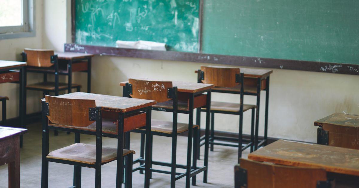 Директор школы: половине учеников дистанционное обучение не подходит, а еще четверти - противопоказано