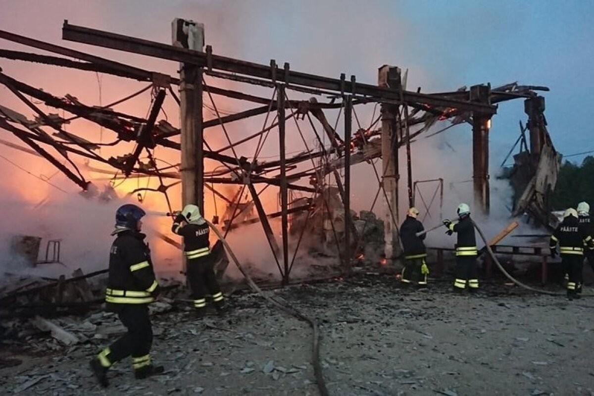 ФОТО | Ночью в Куусалу дотла сгорела лесопилка