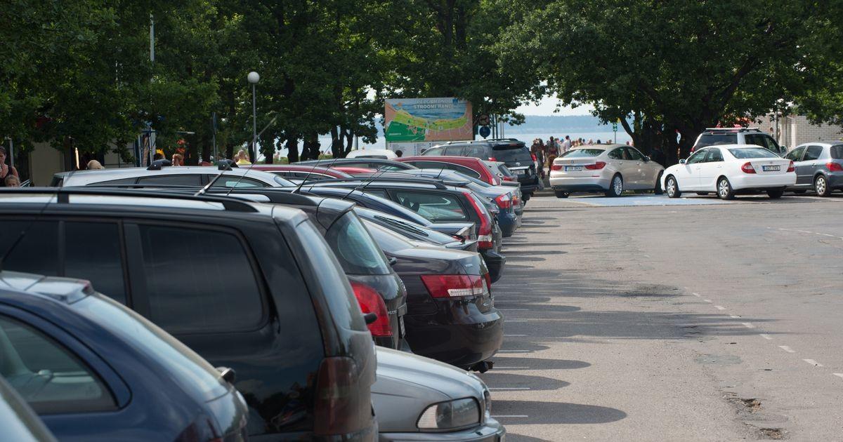 Паркующиеся как попало посетители пляжей создают головную боль для МуПо