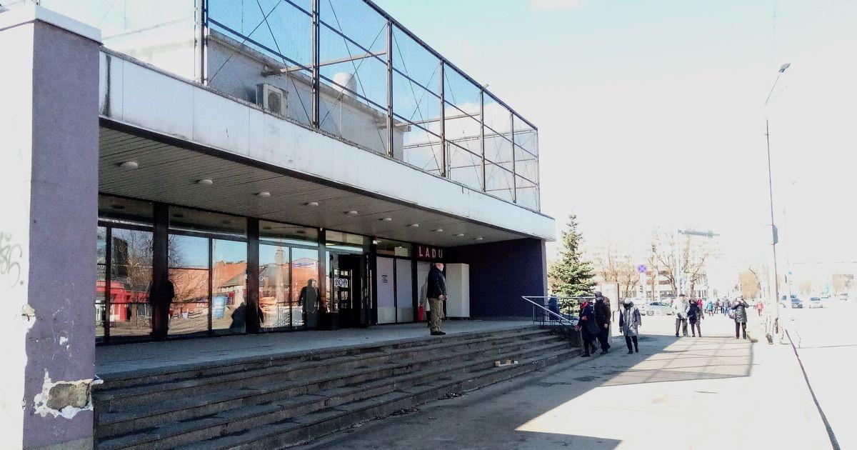 В Нарве появился новый крытый рынок, но выяснилось, что его открыли без разрешения