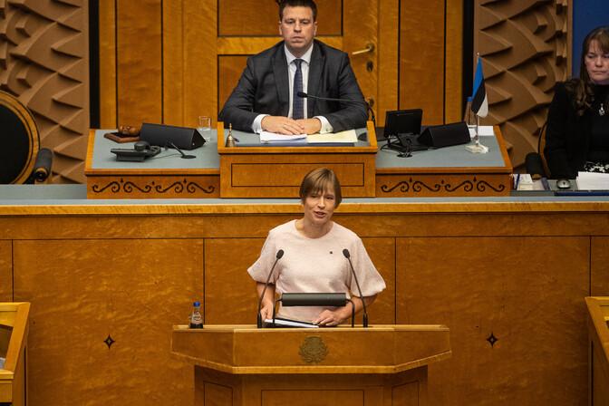Депутаты парламента сегодня вернулись к работе