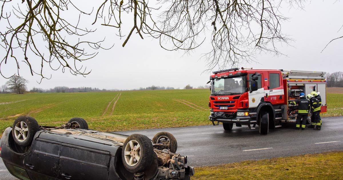 Полицейские нашли в кювете машину: водитель исчез