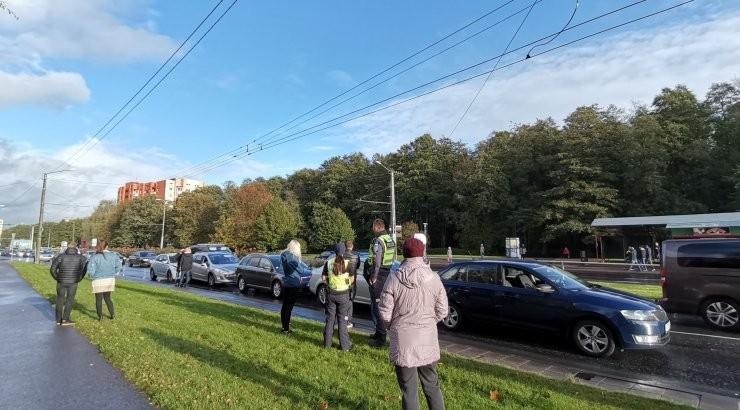 ГАЛЕРЕЯ   В Мустамяэ столкнулись сразу пять машин