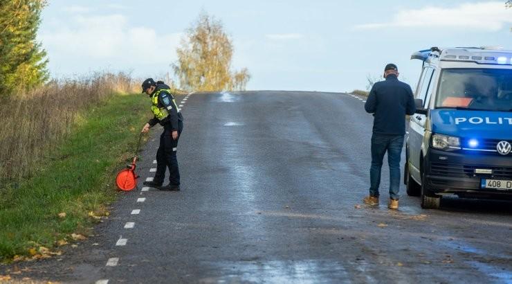 ФОТО | В Тартумаа погиб выехавший с дороги водитель. Он был не пристегнут