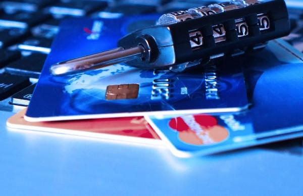 Полиция предупреждает: не давайте мошенникам свои пароли