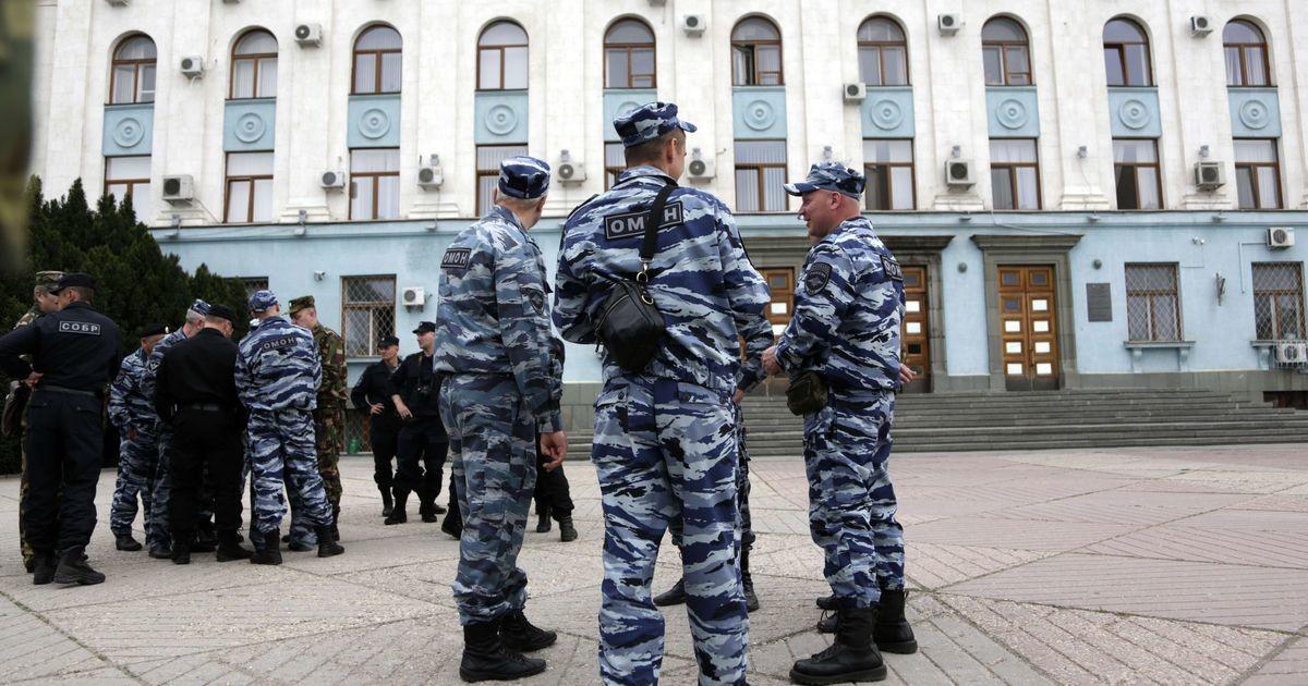 """""""Давненько не было! У дверей офиса ОМОН"""": в структурах Навального новые обыски"""