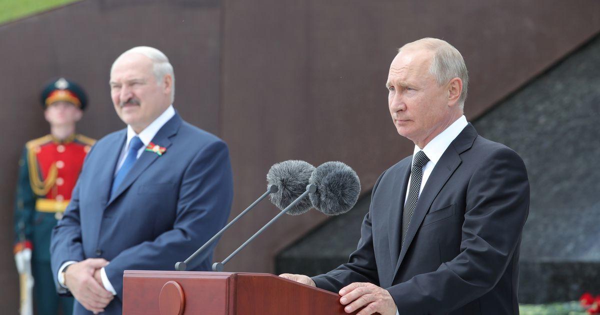 Лукашенко рассказал о предложении Путина производить COVID-вакцину РФ в Белоруссии