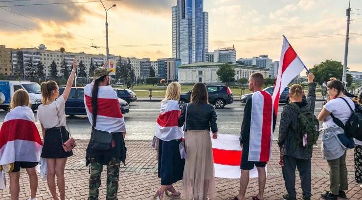 Британия требует провести новые президентские выборы в Беларуси