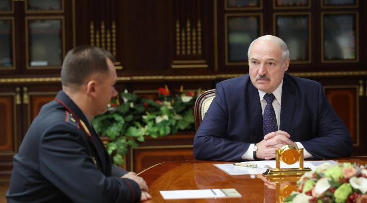 Лукашенко запретил пускать в Беларусь уехавших во время пандемии на Запад