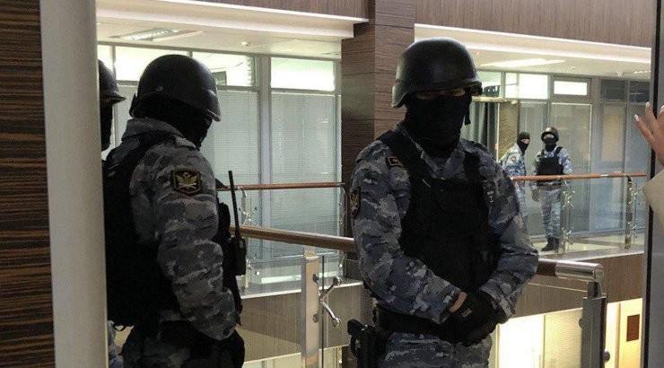 """""""Отломали пальцы кукле"""". Навальный обвинил людей в погонах в разгроме его офиса и воровстве денег из сумок сотрудников ФБК"""