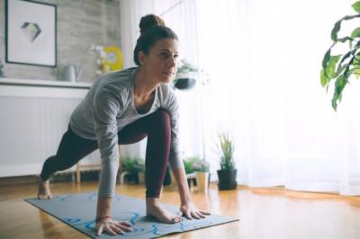 Как развить гибкость дома? Базовые упражнения на растяжку от фитнес-тренера, видео