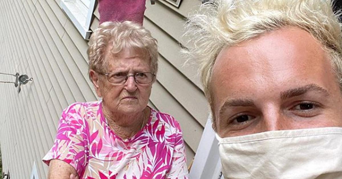 «Привет, Тик-Топ!»: 90-летняя бабушка стала звездой ТикТока с 1,5 млн подписчиков