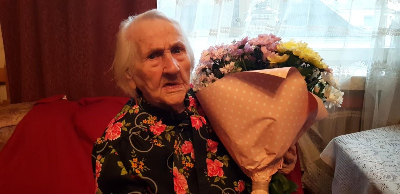 Герои среди нас: в Таллине чествовали 100-летнюю участницу обороны Ленинграда