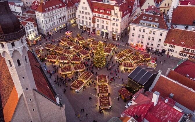 На Рождественском рынке в Таллинне появится голограмма Деда Мороза