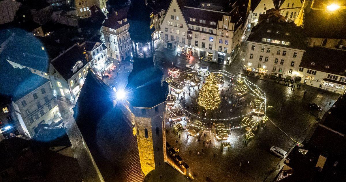 На Рождественском рынке зажглись праздничные огни