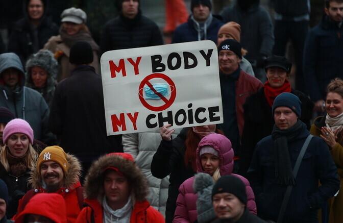 ФОТО и ВИДЕО: в Таллинне прошла демонстрация против ношения защитных масок