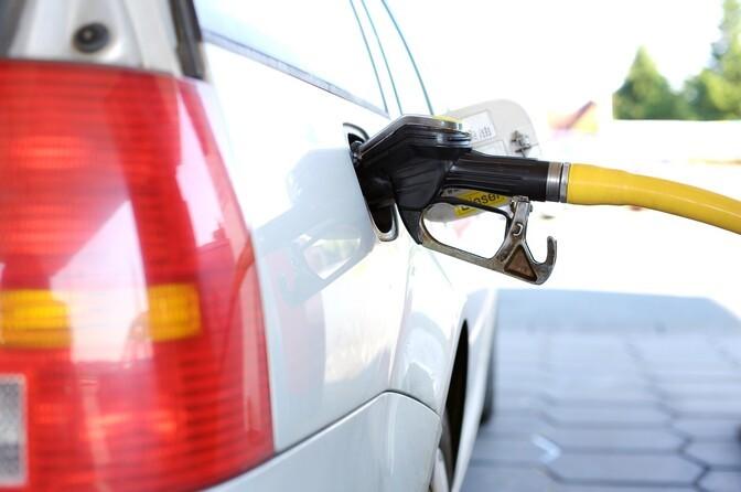 Продавцы топлива снизили цены на эти выходные дни