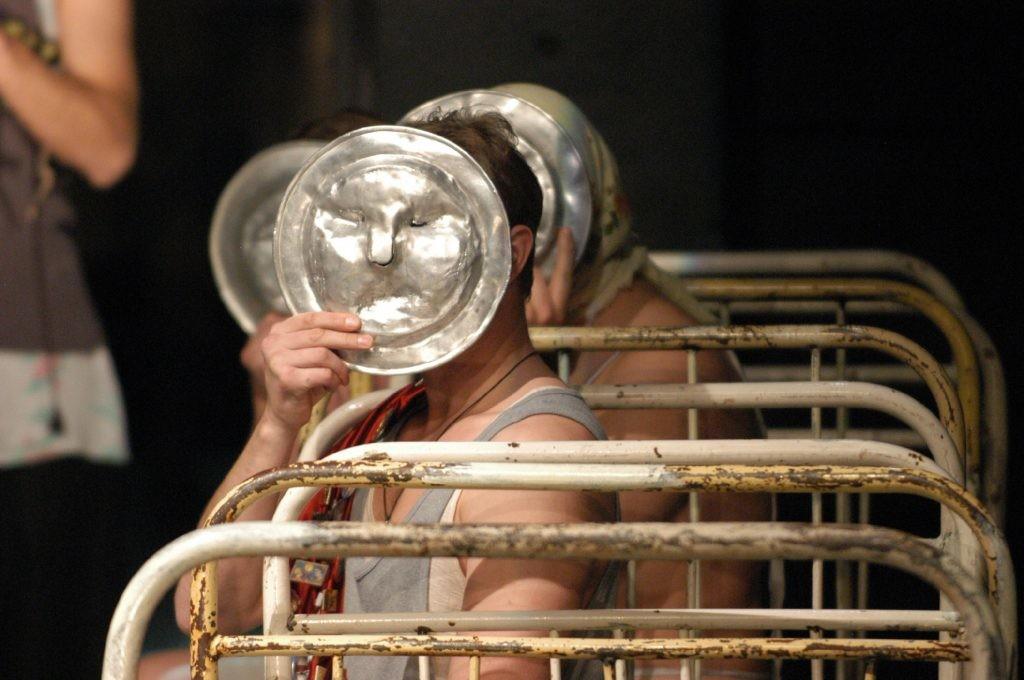 Русский театр у вас дома: два онлайн-спектакля к просмотру на этих выходных