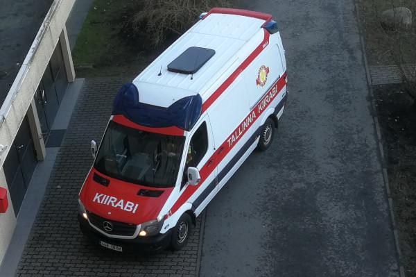 Таллин предлагает пациентам сCOVID-19транспорт из больницы домой