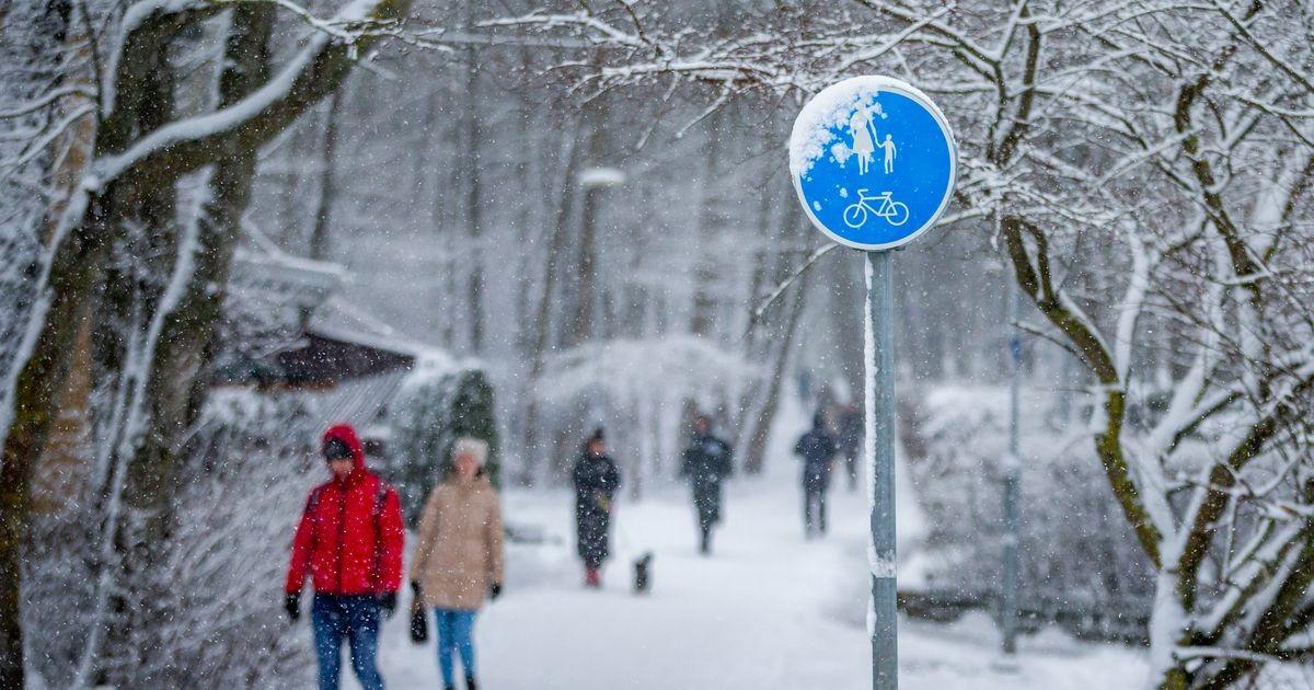 В Таллинне продолжается уборка снега и борьба с гололедом