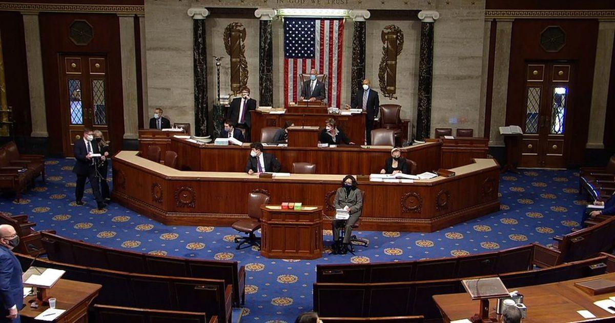Конгресс США проголосовал за второй импичмент Трампа - за подстрекательство к нападению на Капитолий