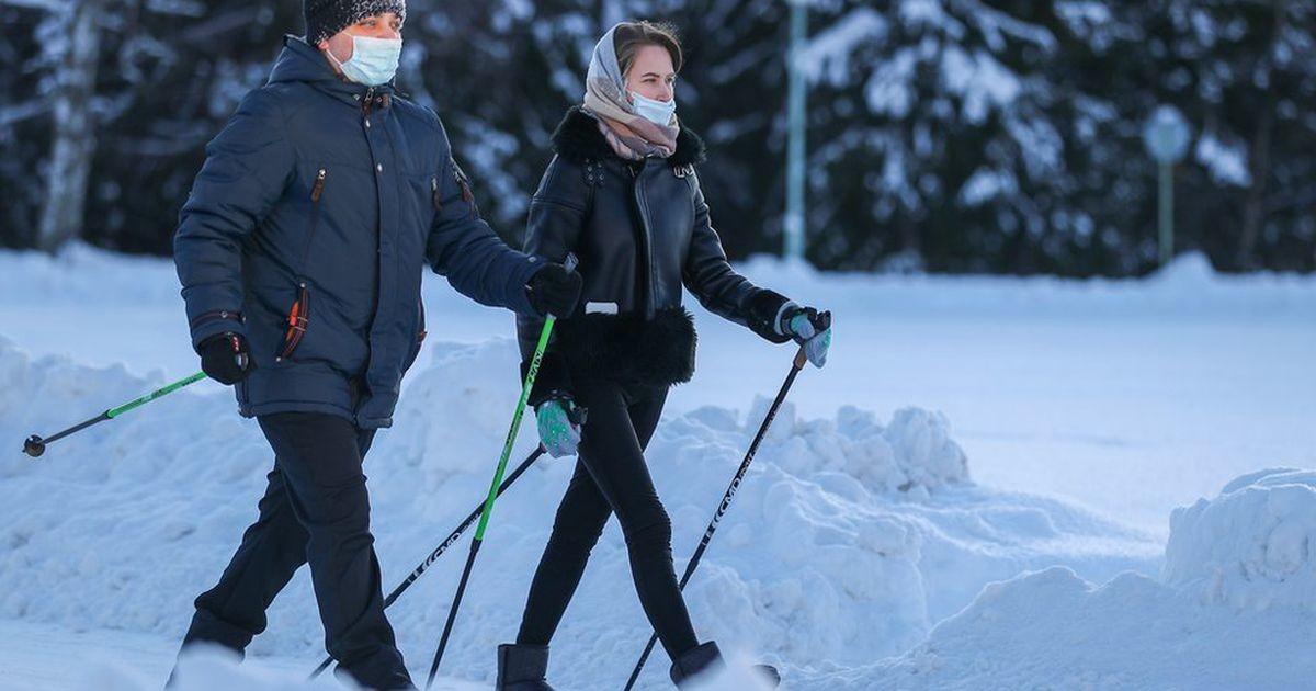 Коронавирус в России: в Москве открывают школы, Петербург - лидер по суточной смертности