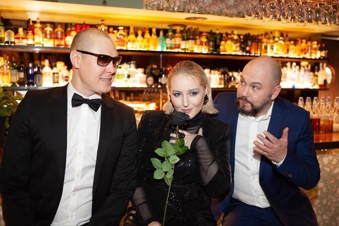 """Беатрис Небис, Раймонд Кальюлайд и Юрий Новиков выпустили сингл """"Из шипов"""""""