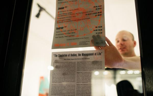 ФОТО: на витрине Галереи первого марта открылась выставка трех художников