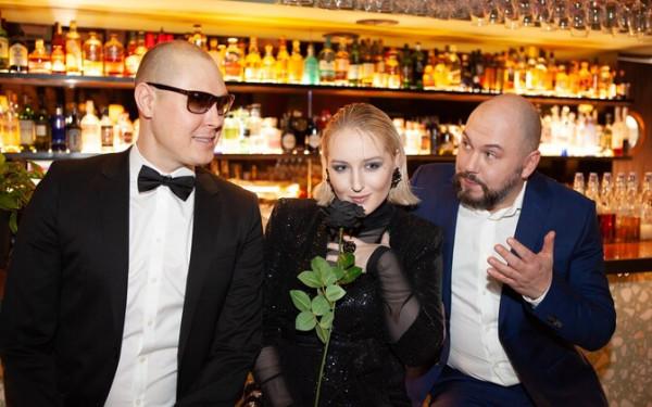 Беатрис Небис, Раймонд Кальюлайд и Юрий Новиков выпустили сингл «Из шипов»