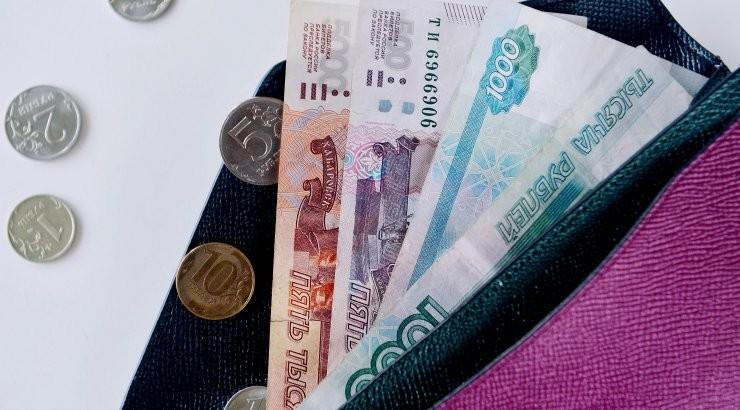 Курсы доллара и евро к рублю достигли максимума в феврале